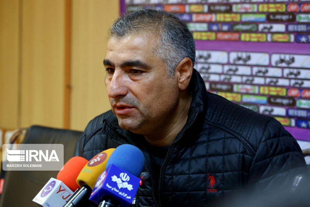 خبرنگاران سرمربی تراکتور: تکلیف دیدارهای معوقه لیگ را مشخص کنید